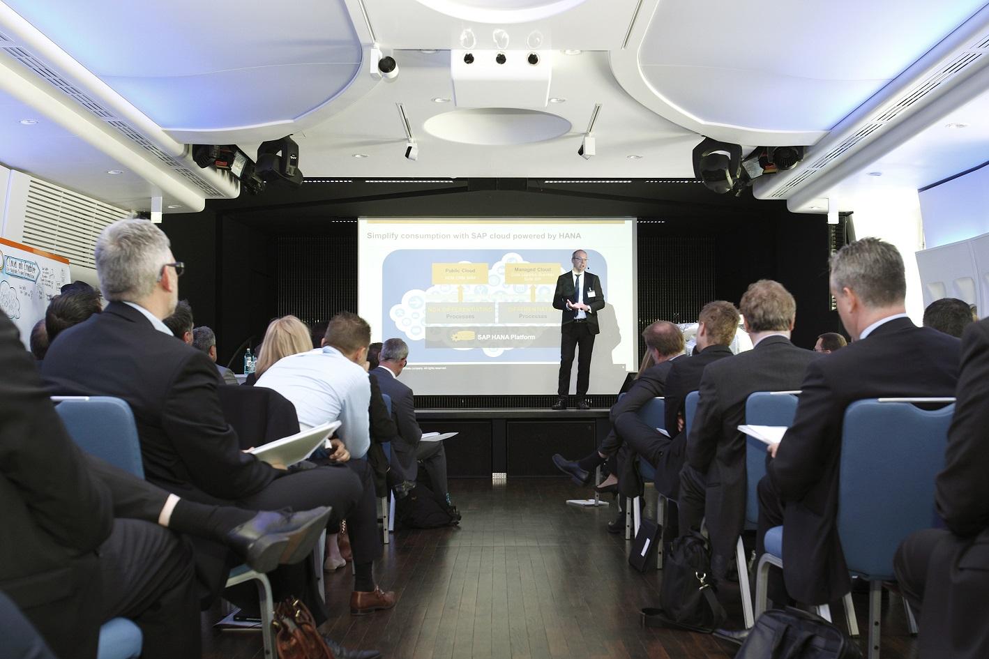 """Volles Haus beim SAP CIO Summit im """"Aircraft"""" in Dreieichenhain bei Frankfurt. Foto: Joachim Wendler"""
