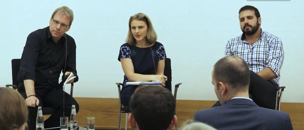 Die Protagonisten des Keynote Dialogues (v.l.n.r): Richard Heinen, Jessica White und Yoni Har Carmel